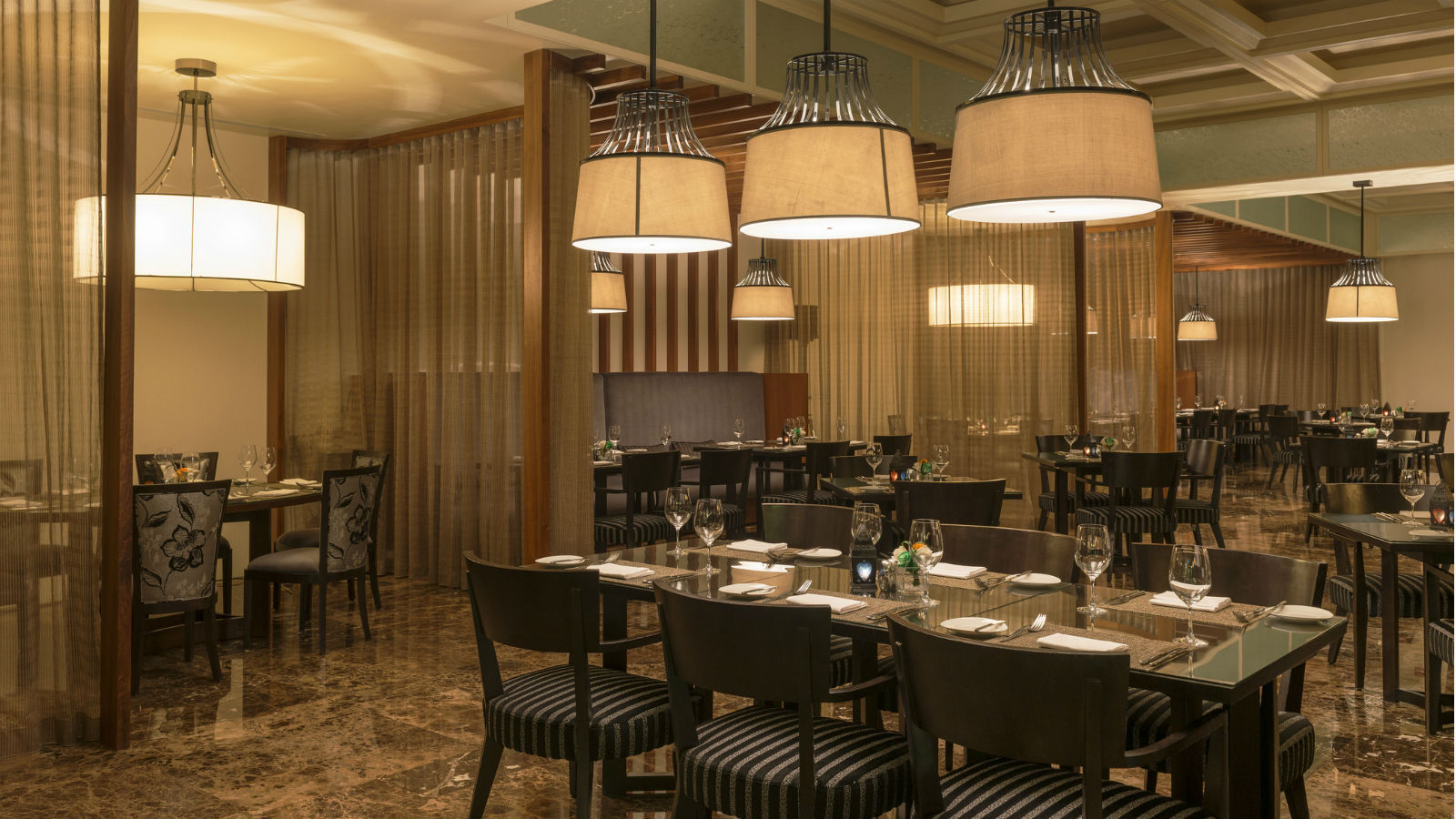 Restaurants In Bahrain City Centre At Le Mridien Hotel